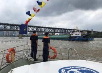 武汉海事部门加强船舶安全宣传、提醒及检查,以保障武汉江段汛期通航安全