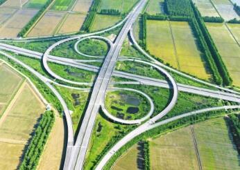 """江陵县已建成4个""""半小时公路交通圈"""",行车均不超过30分钟"""