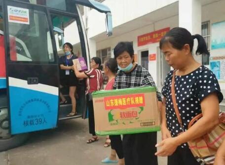 援鄂医疗队为黄冈灾区捐款捐物 一句话看哭湖北人