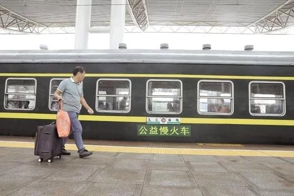 湖北的这趟火车24年未涨价,满是人情味的火车