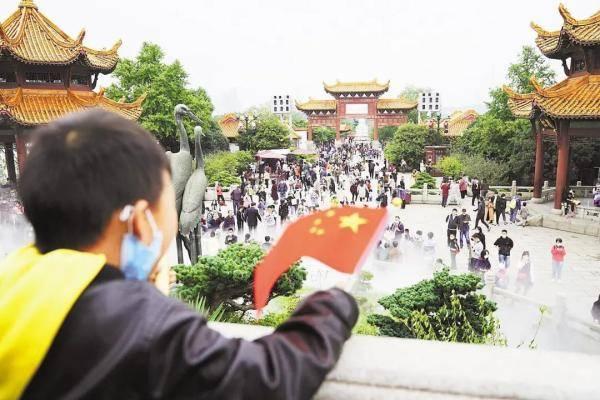 """这个黄金周,武汉迎来了""""迟来的春运"""""""