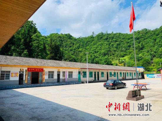"""鹤峰县公路管理局:实施""""五子""""工作法,倾情帮扶红土村"""